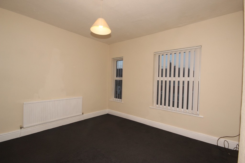 2 Bedroom Mid Terraced House Let Agreed Clifton Drive Image $key