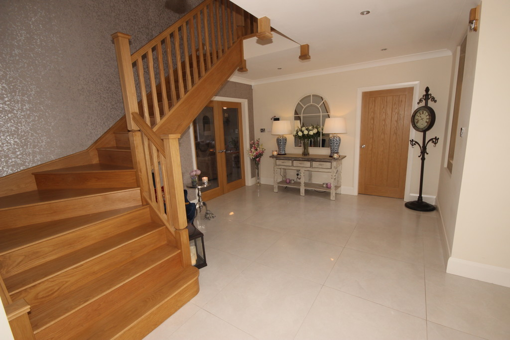 4 Bedroom Detached House For Sale Leigh Road Image $key