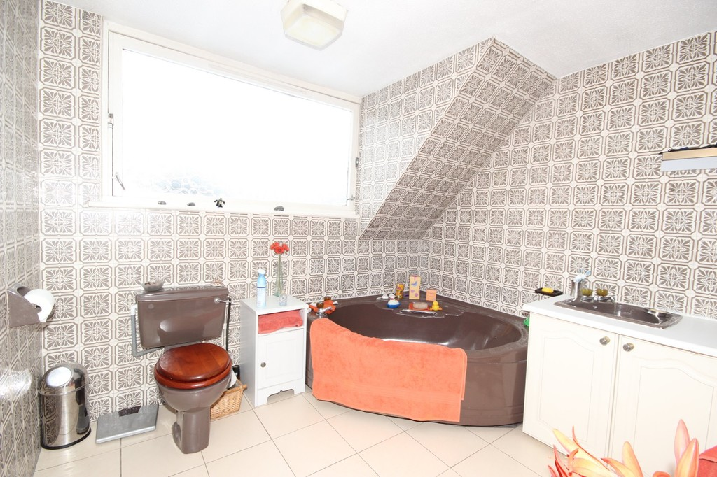 3 Bedroom Detached House Let Agreed Manchester Road Image $key