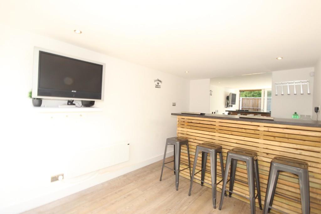 2 Bedroom Semi-detached House Let Agreed Hazelhurst Road Image $key