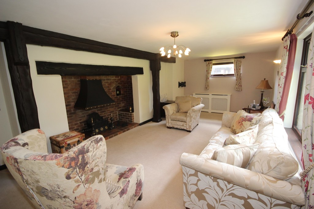 4 Bedroom Detached House Sold Subject to Contract Cavendish Road Image $key