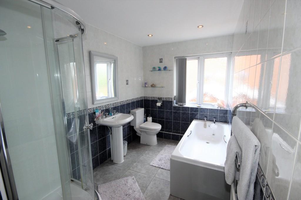 6 Bedroom Detached House For Sale Drywood Avenue Image $key