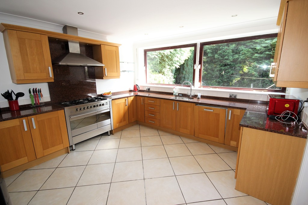 4 Bedroom Detached House To Let Woodstock Drive Image $key