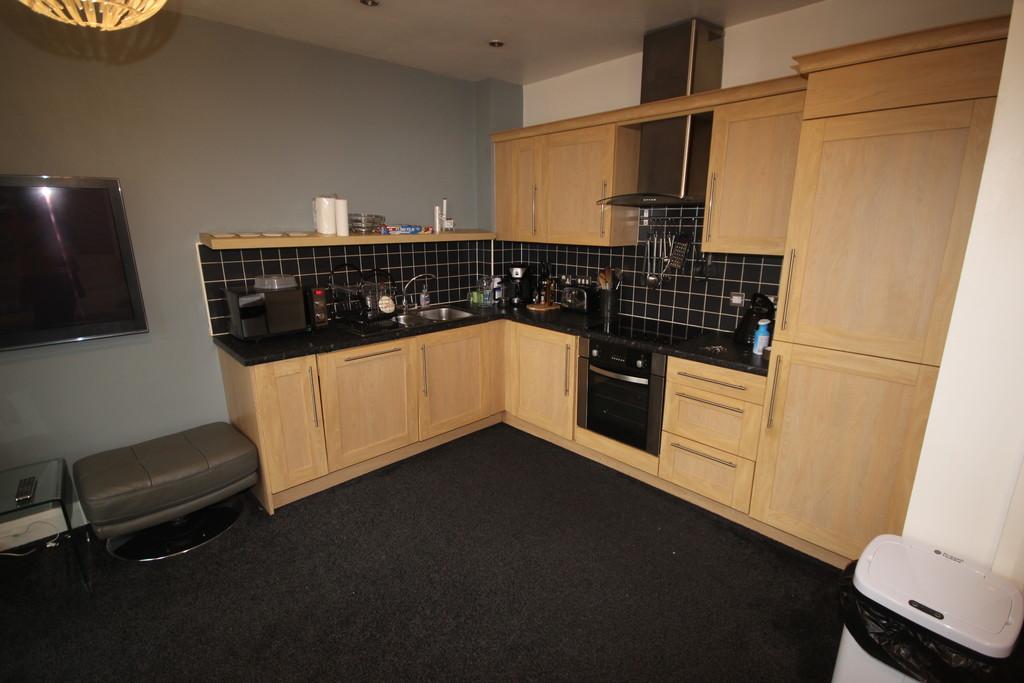 2 Bedroom Apartment Flat To Let Moorside Road Image $key