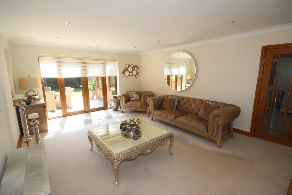 4 Bedroom Detached House For Sale Chatsworth Road Image $key