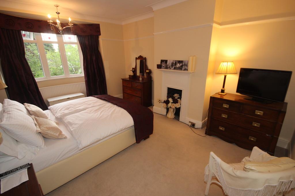 3 Bedroom Semi-detached House For Sale Rutland Road Image $key