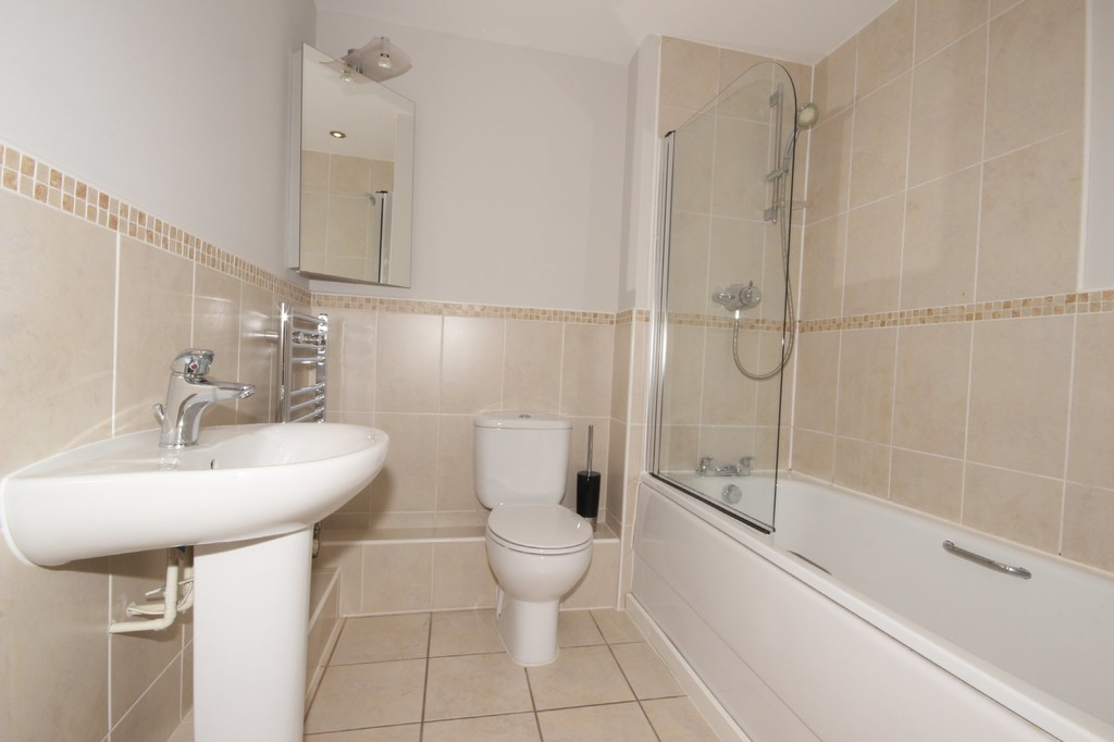 2 Bedroom Apartment Flat To Let The Coppice Image $key