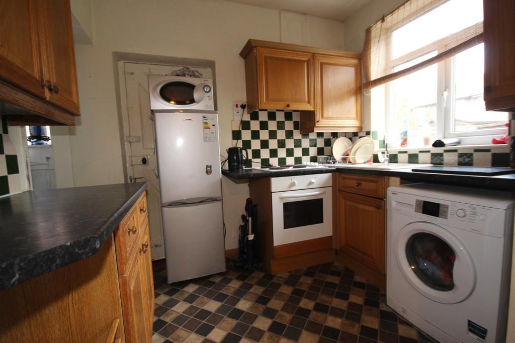 3 Bedroom Semi-detached House Sold Gillingham Road Image $key