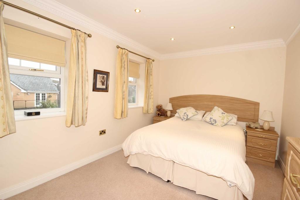 6 Bedroom Detached House Sold Drywood Avenue Image $key