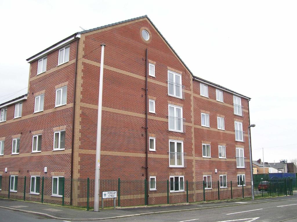 Hilltop Court, Worsley, M28