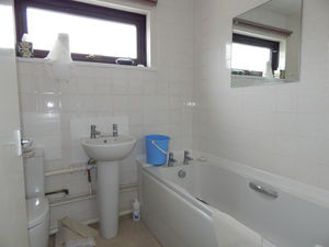 http://media2.jupix.co.uk/v3/clients/554/properties/3448/IMG_3448_6_large.jpg