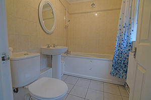 http://media2.jupix.co.uk/v3/clients/554/properties/3781/IMG_3781_5_large.jpg