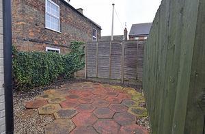 http://media2.jupix.co.uk/v3/clients/554/properties/3781/IMG_3781_8_large.jpg