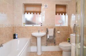 http://media2.jupix.co.uk/v3/clients/554/properties/3786/IMG_3786_6_large.jpg