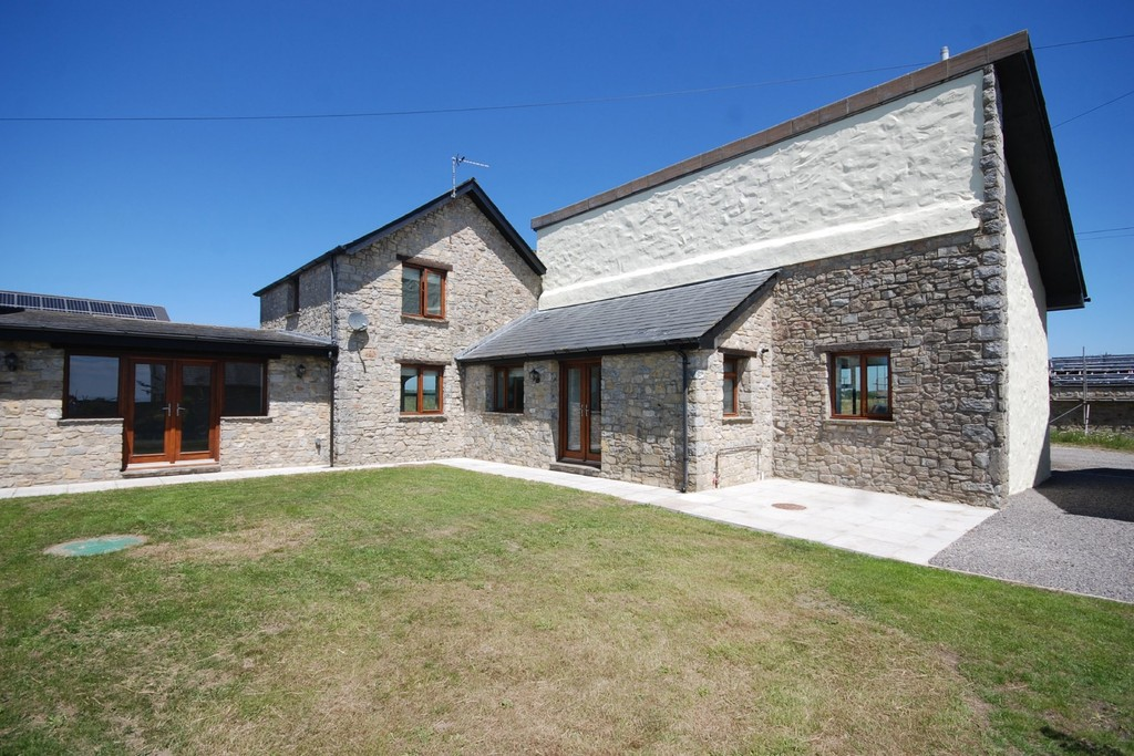 A wonderful 5 bed barn conversion with family-friendly accommodation, Boverton