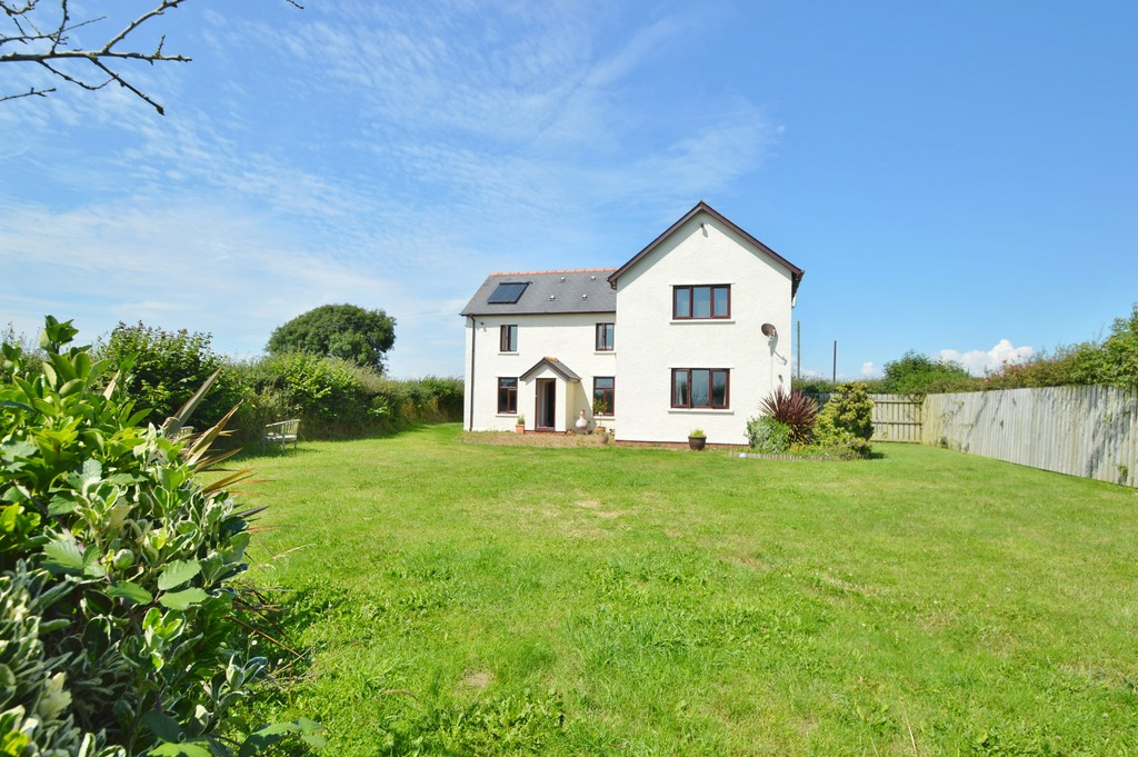 To Let: Executive detached six bedroom family home situated on the outskirts of the coastal town of Llantwit Major