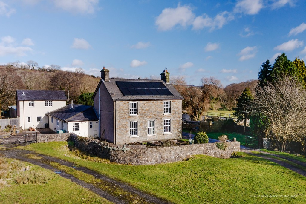 Equestrian property with approx 7.37 acres. Excellent commercial opportunities for use as an established Bed & Breakfast and Livery, Pencoed, Bridgend