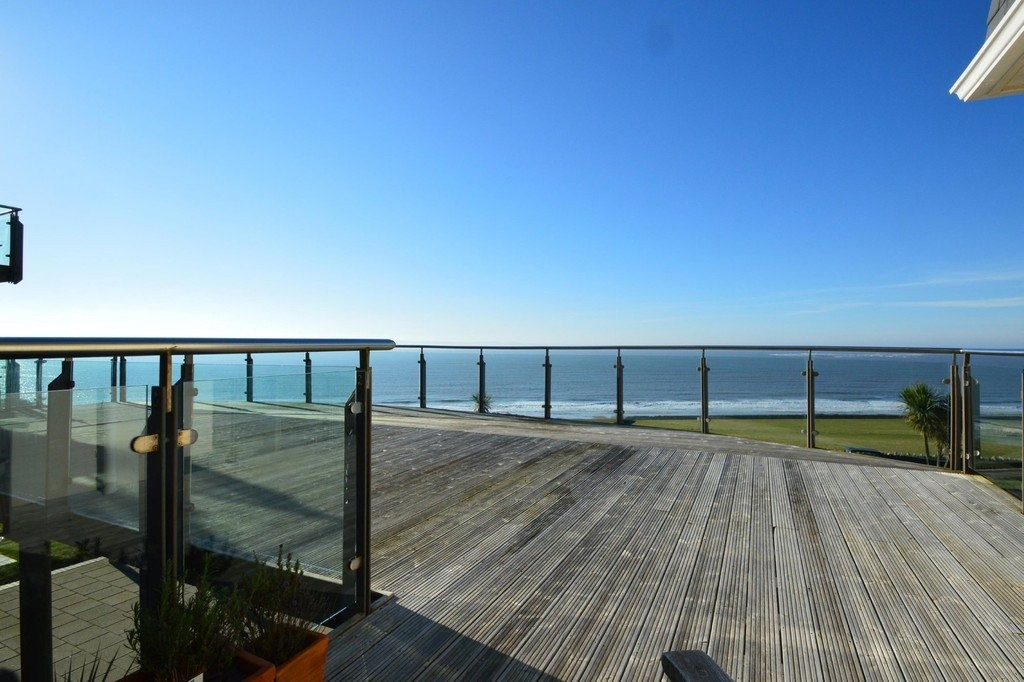 Immaculately Presented, Ground Floor 2 Bed Executive Apartment with sea views, Ogmore By Sea