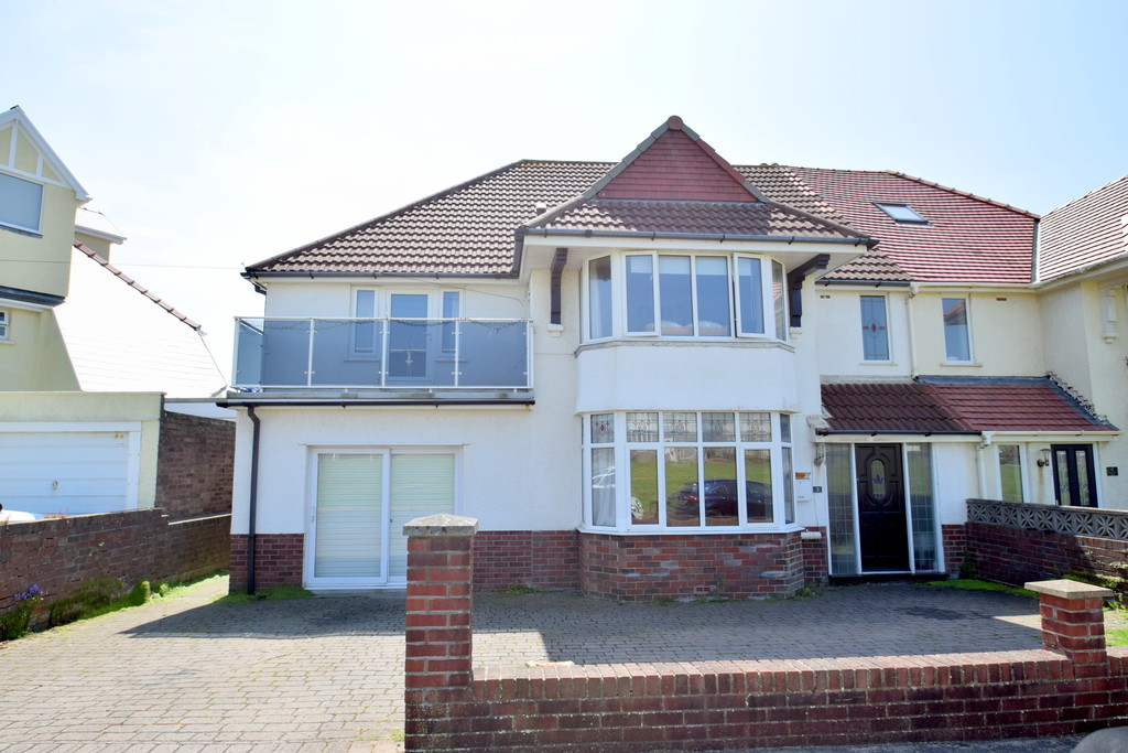 A Delightful, Extended 4 Bed Family Home Situated In the Sought After Coastal Town of Porthcawl, Near Bridgend