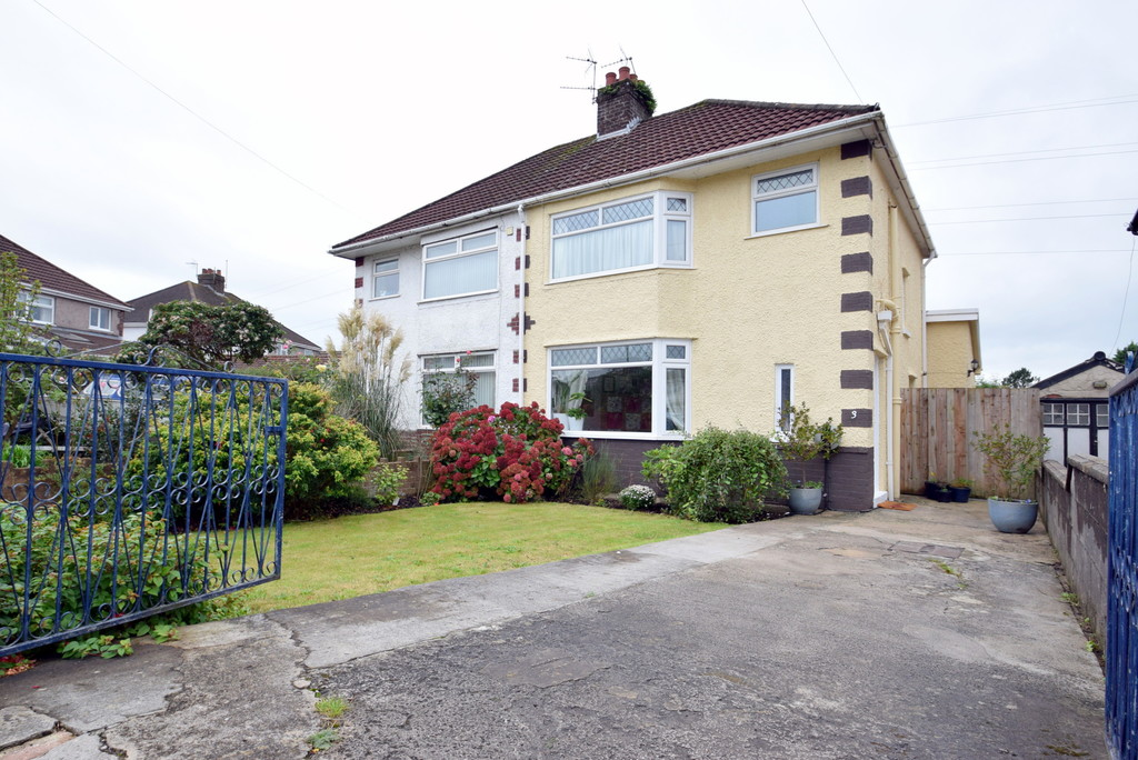 Extended, 3 Bedroom Semi Detached Property in Great Western Avenue, Located Within Walking Distance of Bridgend Town.