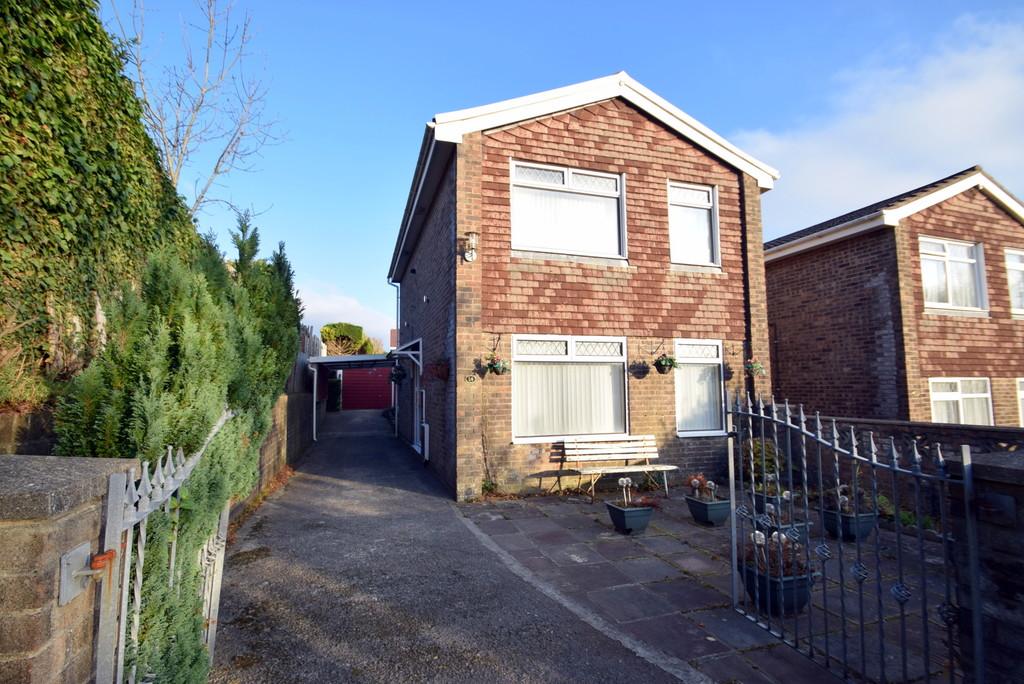 An Extended, 3 Bedroom Detached Property, Located in Ton Rhosyn In The Popular Development of Brackla, Bridgend