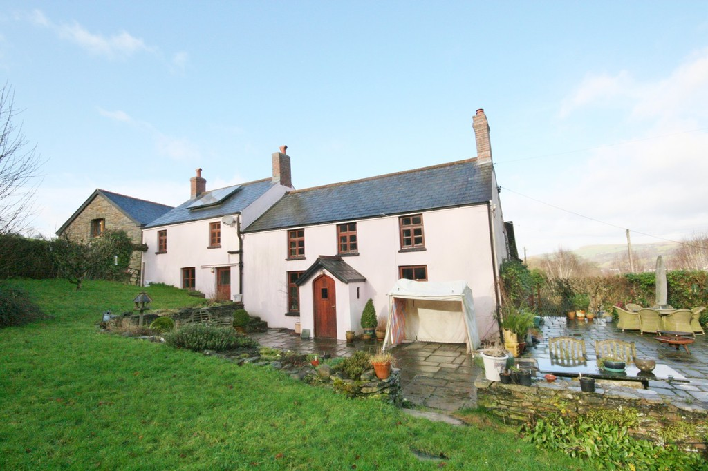 A well presented 4 bedroom detached character property dating back to 1700's, Gwaelod-Y-Garth, Cardiff