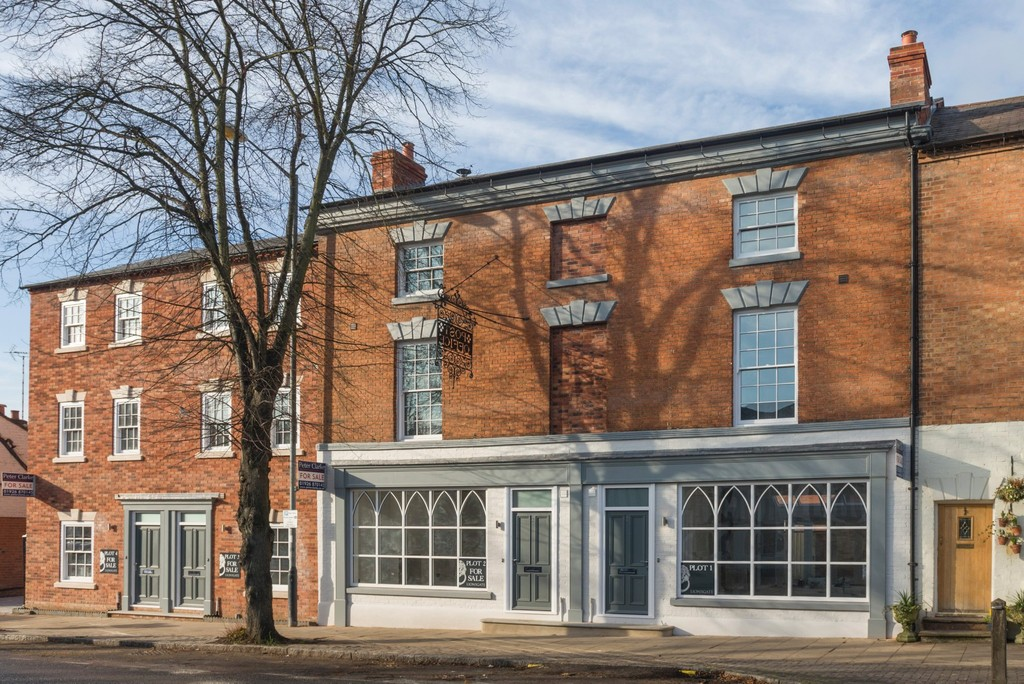 4 Bedroom Town House, 1 Westgate Place, Warwick