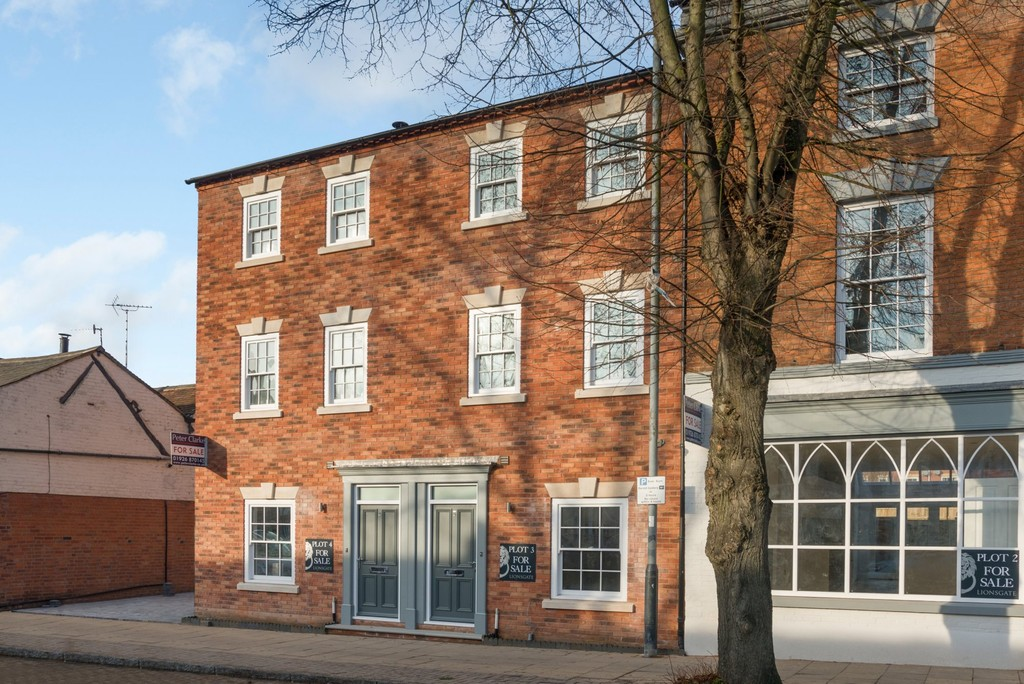 4 Bedroom Town House, 3 Westgate Place