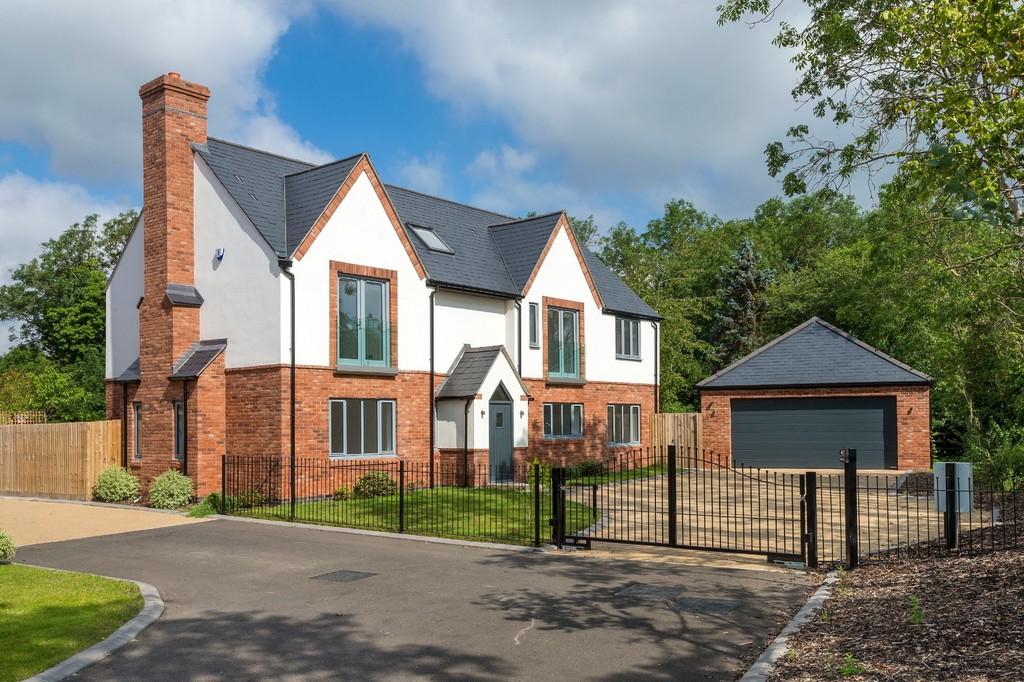 5 Bedroom Detached House, Hilltop House, Bishop's Acre, Lighthorne