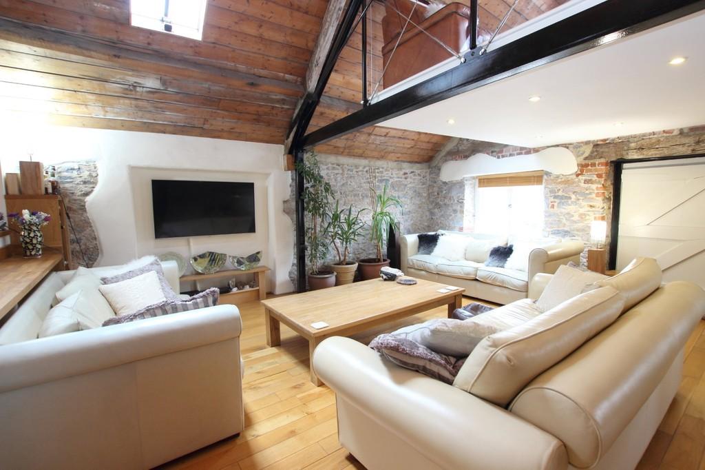 http://media2.jupix.co.uk/v3/clients/663/properties/16828/IMG_16828_5_large.jpg