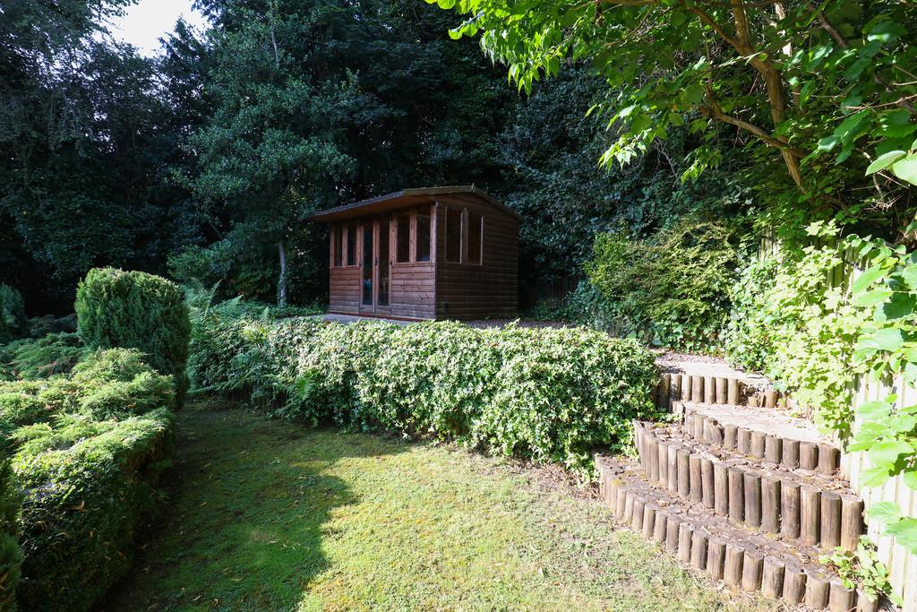 Holt House Grove, Millhouses