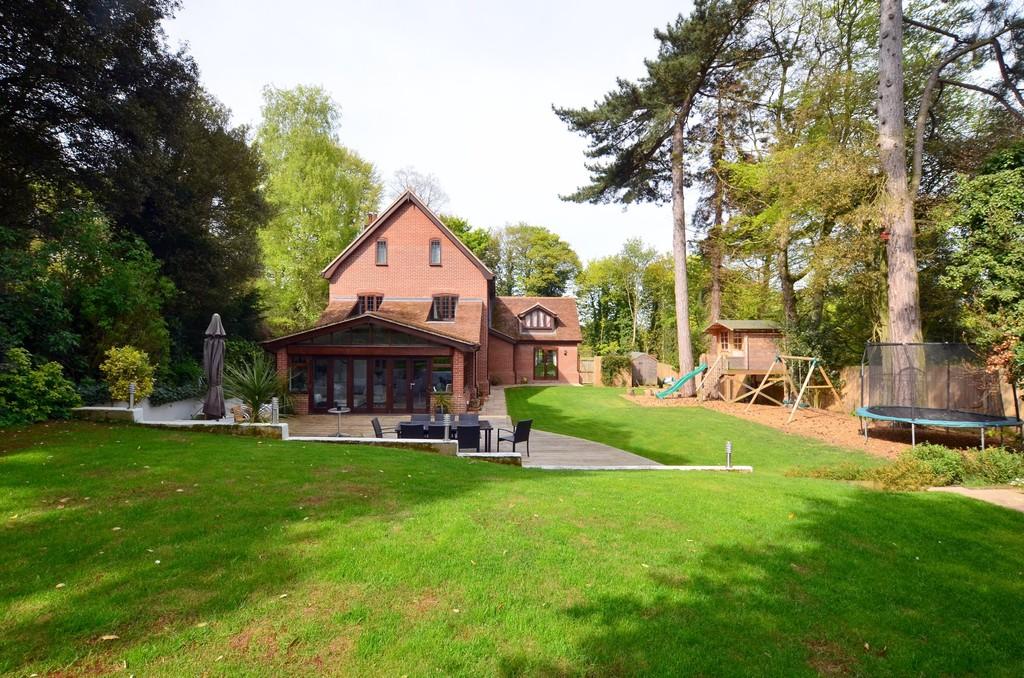 Wimbledon House, Off Constitution Hill