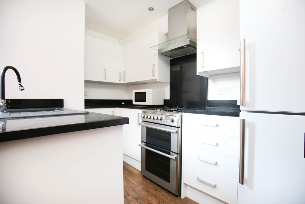 3 bedroomstudent                mid terraced house               for rent in fenham