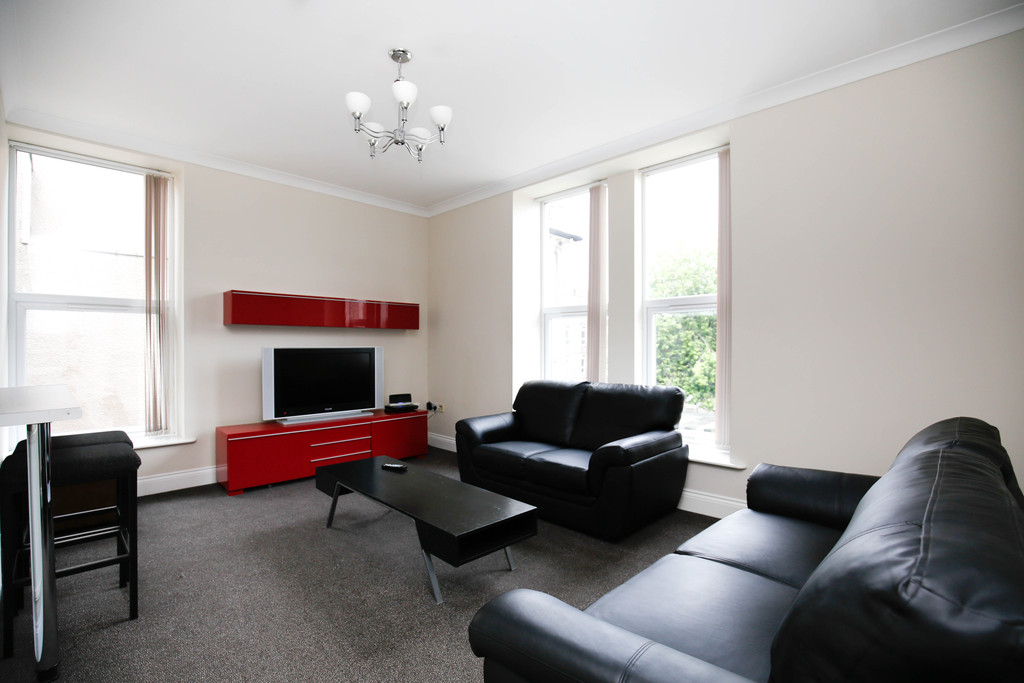 5 bedroomstudent                apartment               for rent in heaton