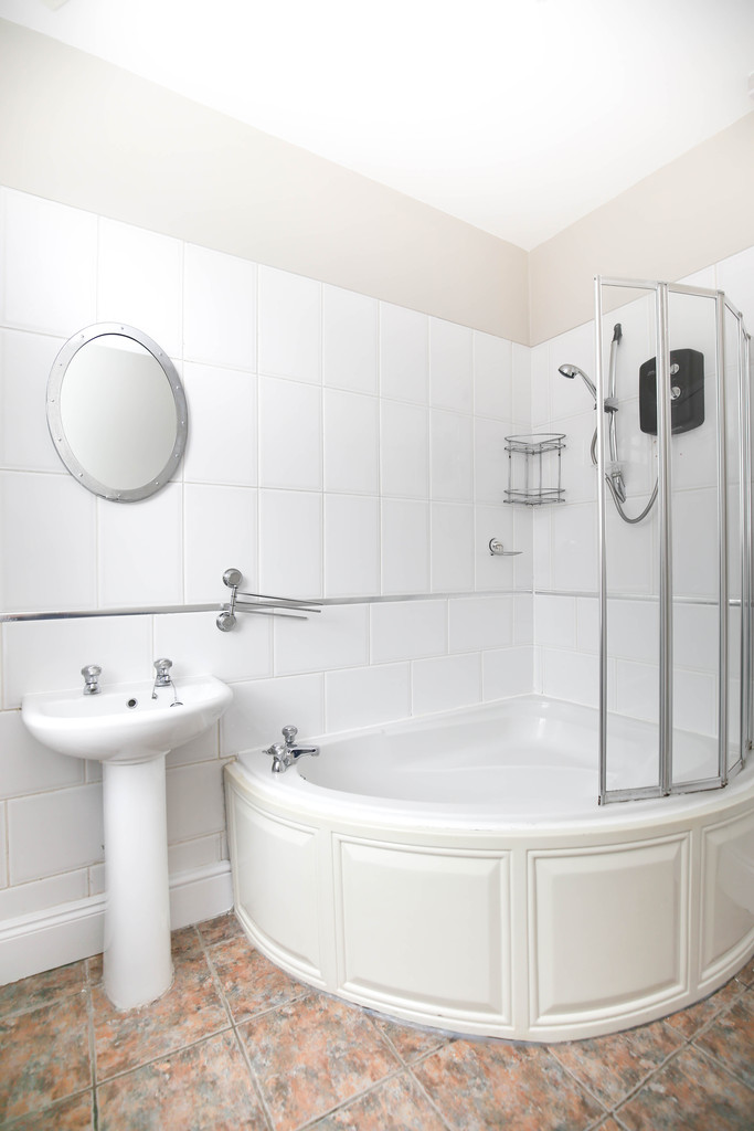 2 bedroomstudent                upper flat               for rent in heaton