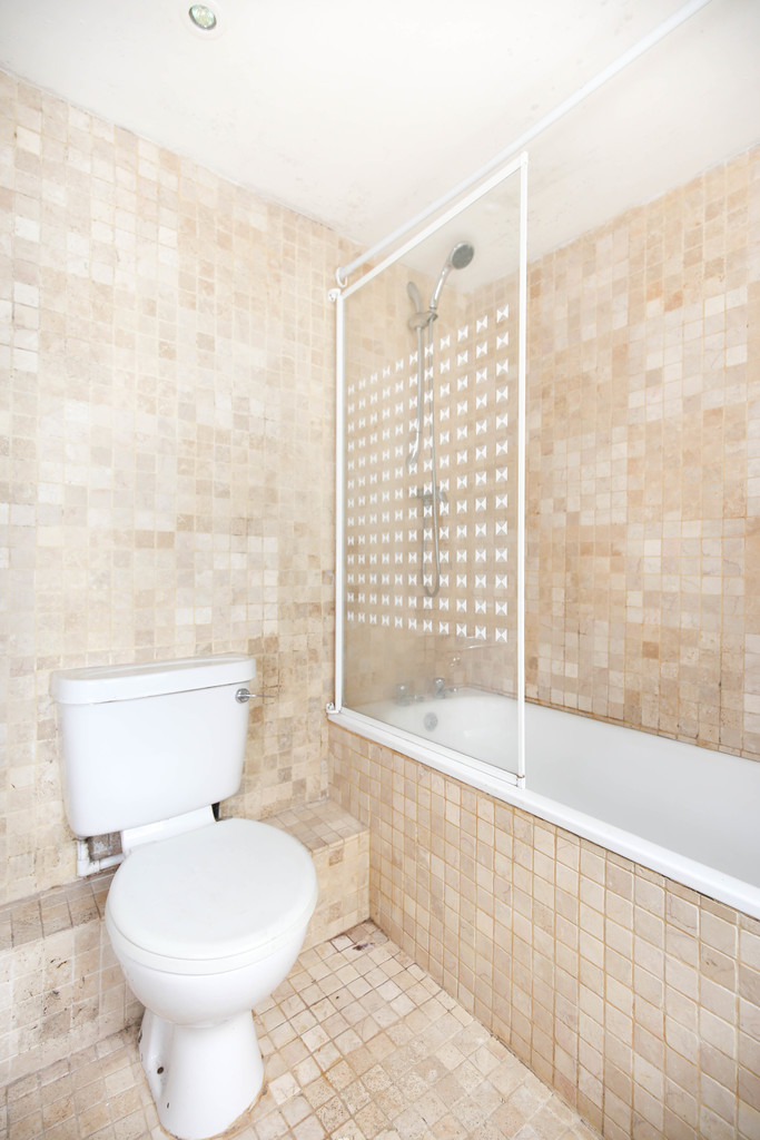 4 bedroom               mid terraced house               for rent in heaton