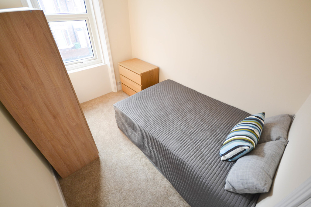 3 bedroomstudent                               for rent in heaton