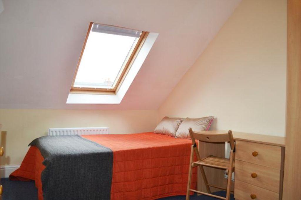 6 bedroomstudent                maisonette               for rent in sandyford