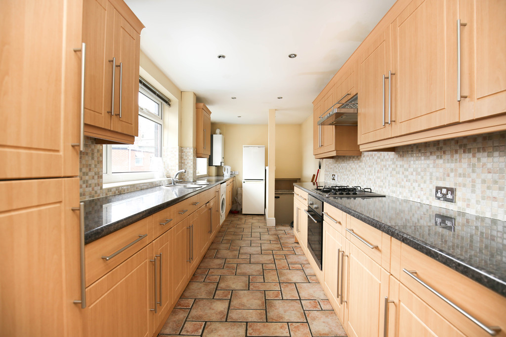 5 bedroom											student 					               		maisonette                		for rent in heaton