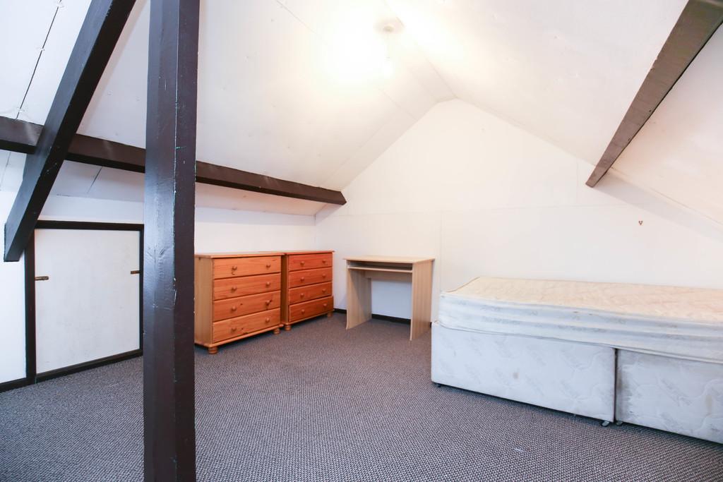 2 bedroomstudent                maisonette               for rent in heaton