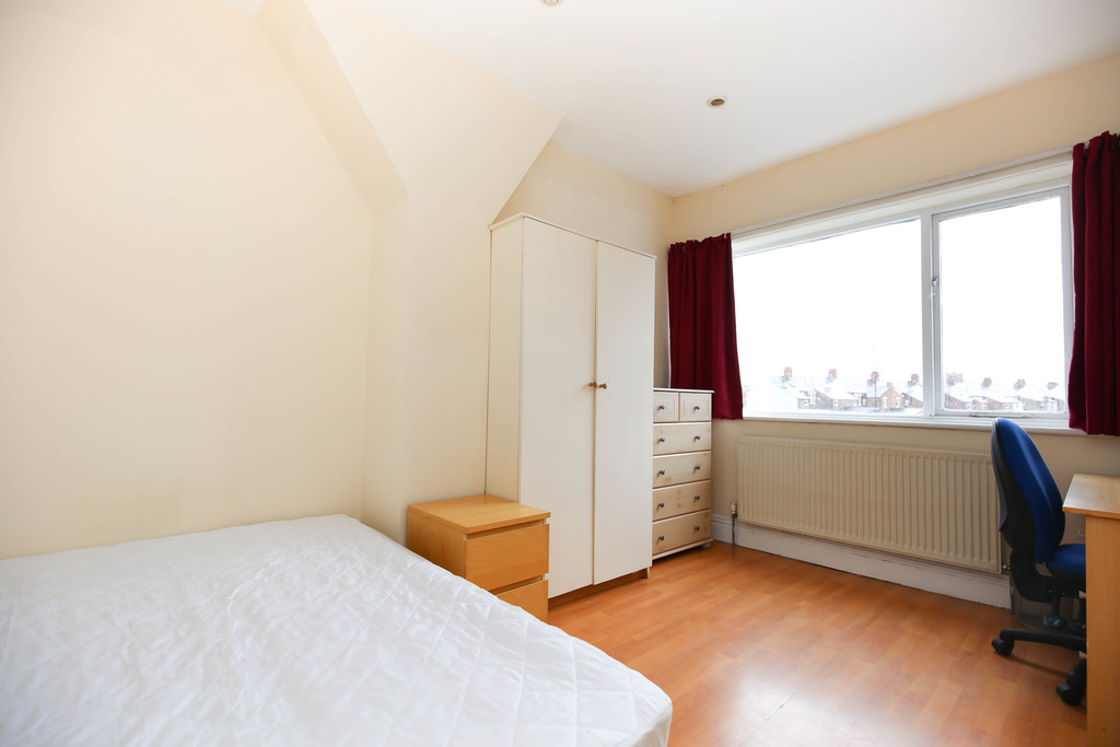 4 bedroom											student 					               		maisonette               		for rent in heaton