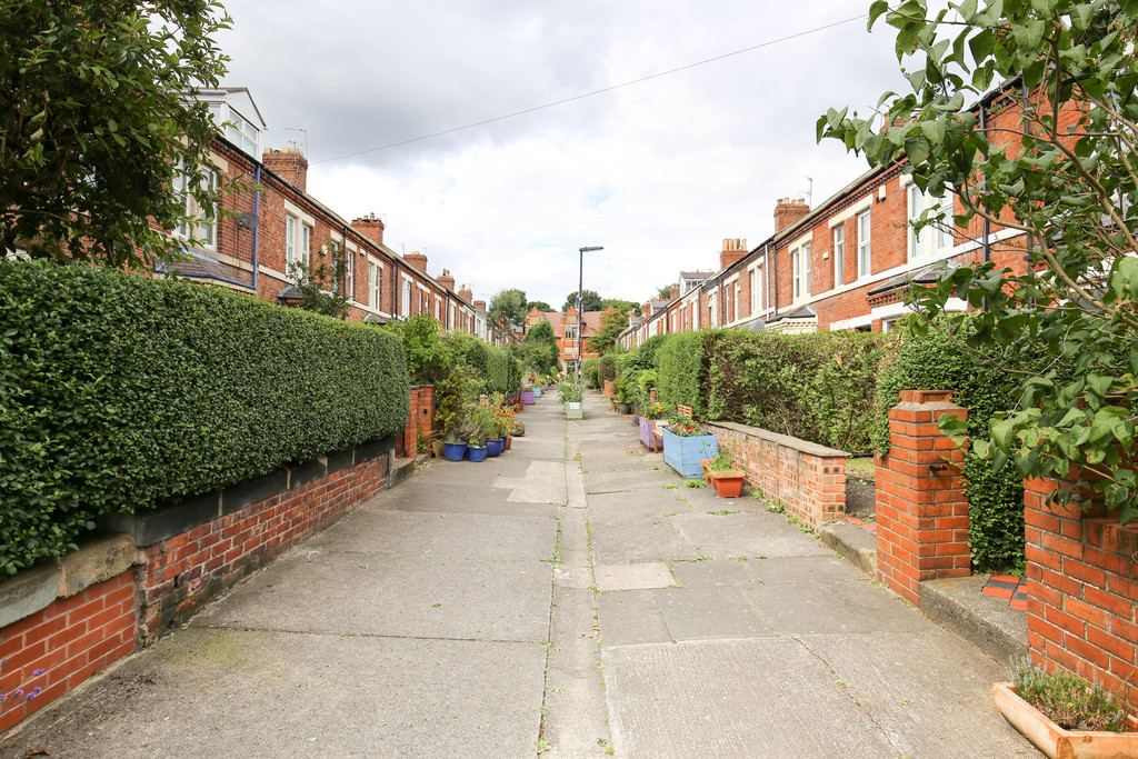 5 bedroomstudent                mid terraced house               for rent in heaton
