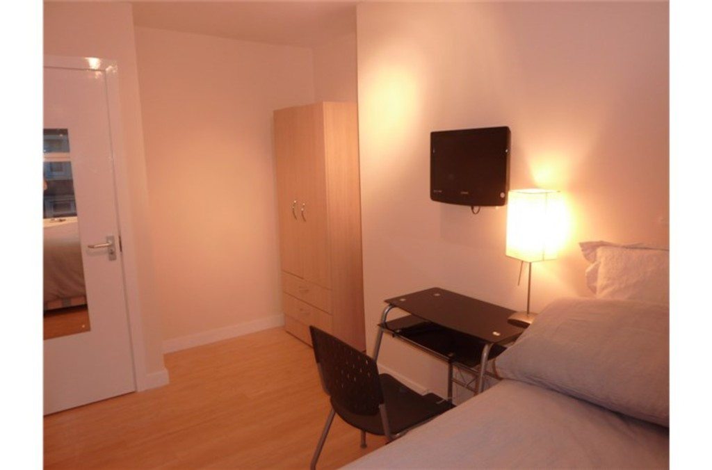 6 bedroomstudent                mid terraced house               for rent in heaton
