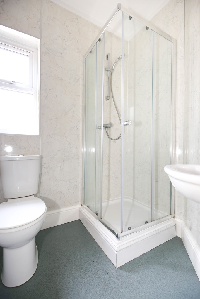 6 bedroomstudent                mid terrace house               for rent in heaton