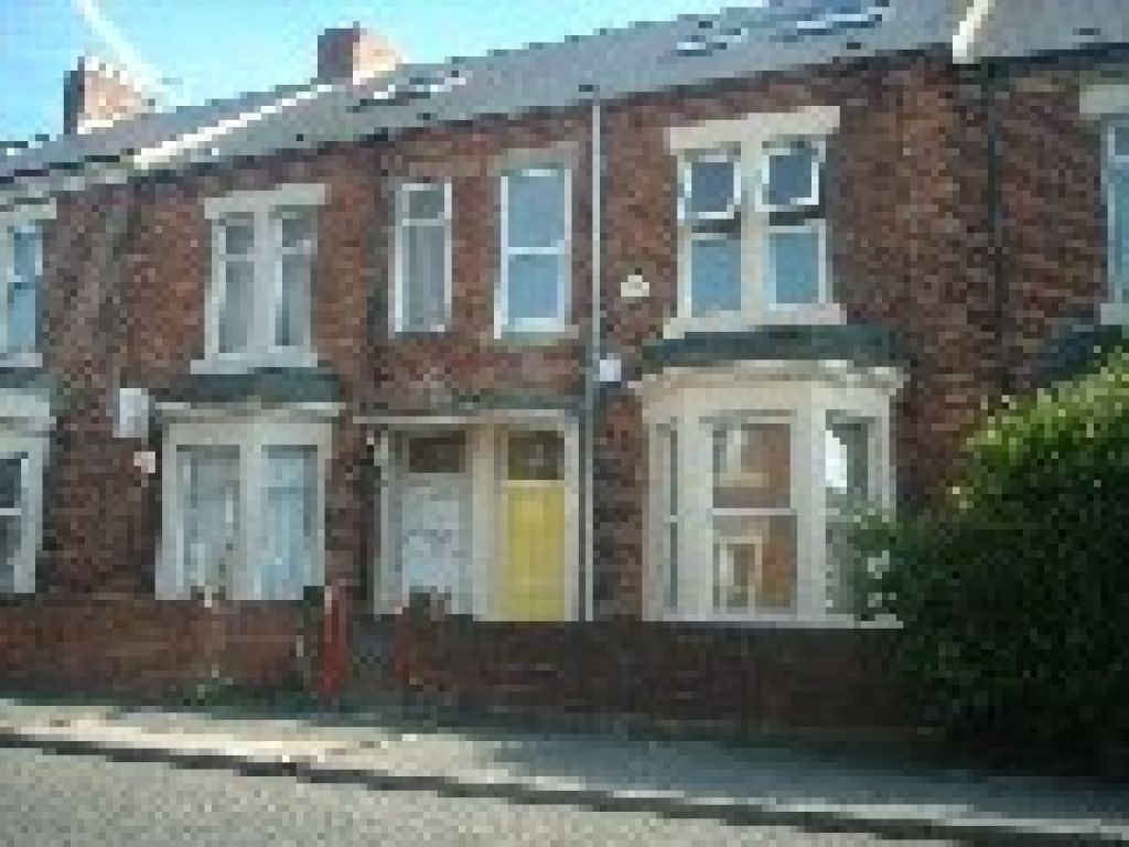 5 bedroom											student 					               		mid terraced house               		for rent in heaton
