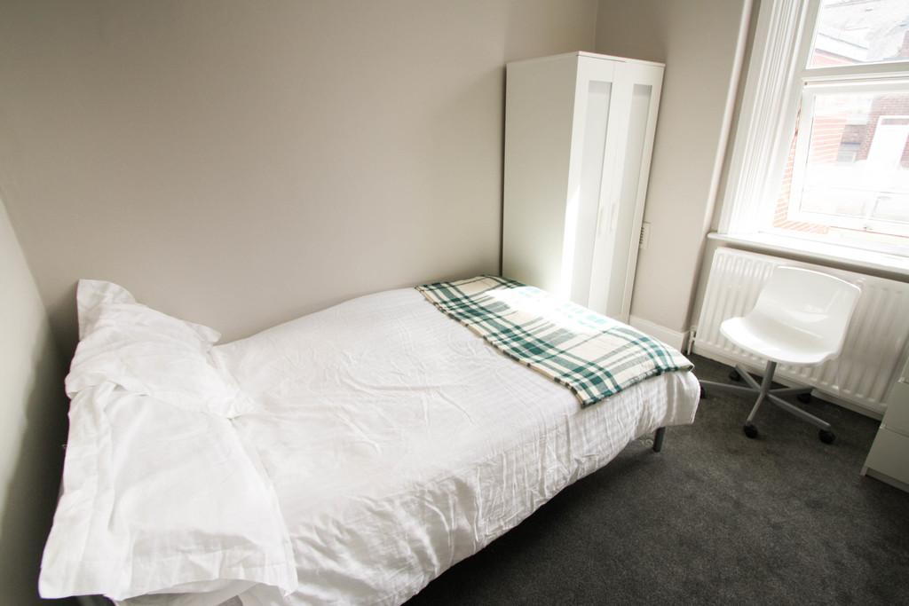 4 bedroom                              for rent in heaton