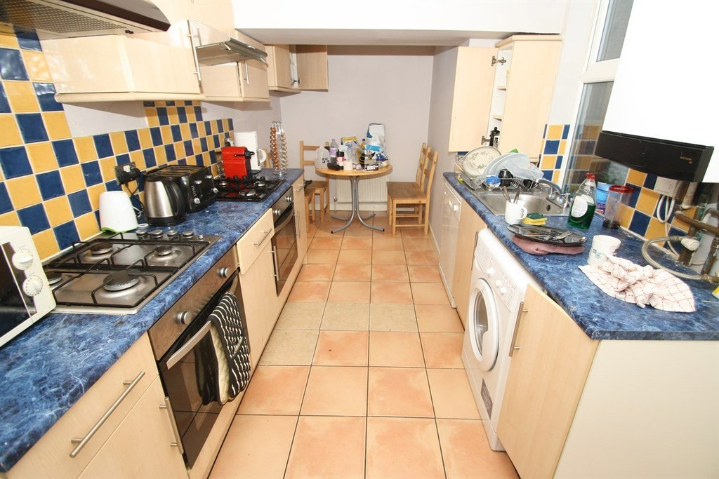 4 bedroom											student 					               		mid terraced house               		for rent in heaton