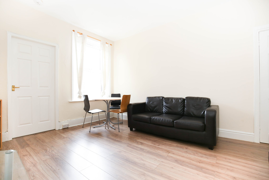 3 bedroomstudent                flat               for rent in heaton