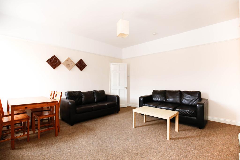 3 bedroomstudent                maisonette               for rent in heaton