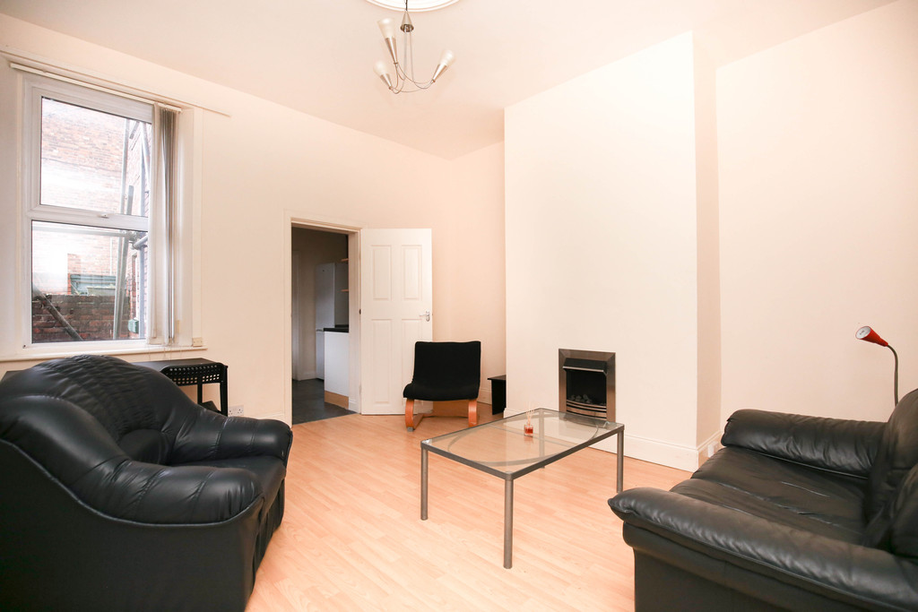 3 bedroom										               		ground floor flat               		for rent in heaton